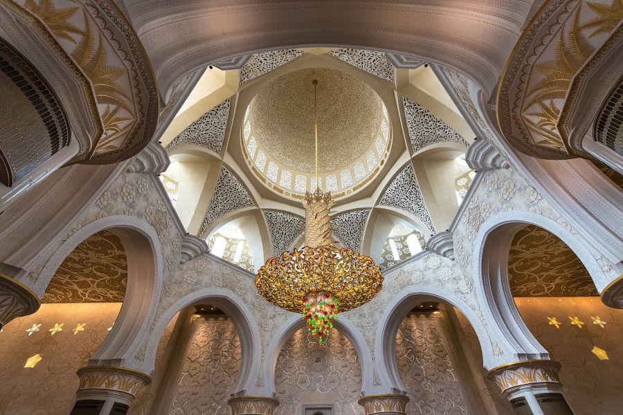 La salle de prière de la mosquée Sheikh Zayed